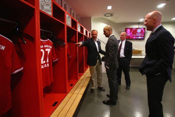 Le enseñaron a Guardiola cada rincón de la que ya es su nueva casa.