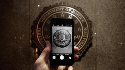 El sello oficial del FBI visto desde la pantalla de un iPhone.