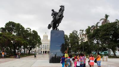 In photos: New York gifts Jose Marti statue to Cuba, with typos