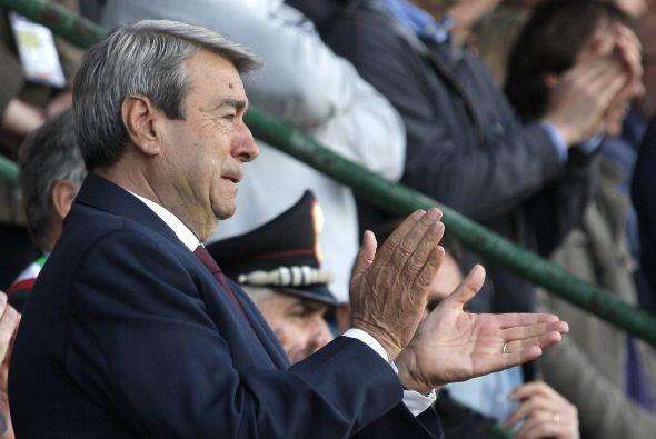 Aldo Spinelli, presidente del Livorno, se emocionó durante el acto junto...