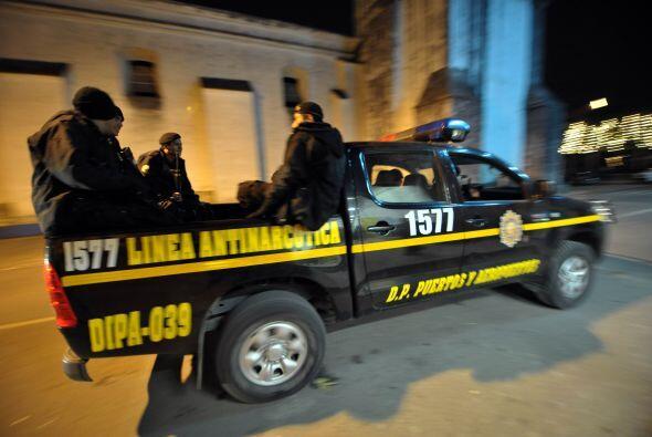 Los informes policiales indicaron que 14 de los agentes murieron mientra...