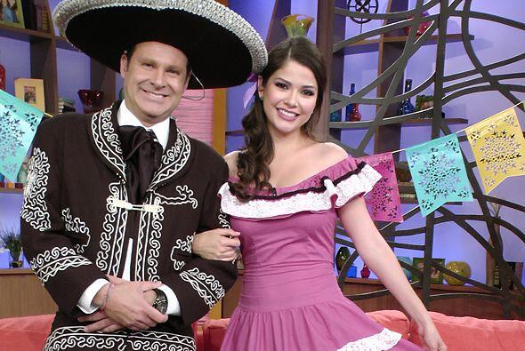 Alan Tacher y Ana Patricia González lucieron muy orgullosos sus atuendos...