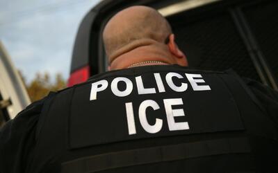 ¿Cuáles son sus derechos y deberes cuando oficiales de inmigración tocan...
