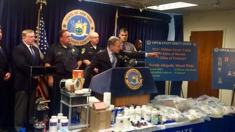 El fiscal general Eric T. Schneiderman señala el organigrama de la '...
