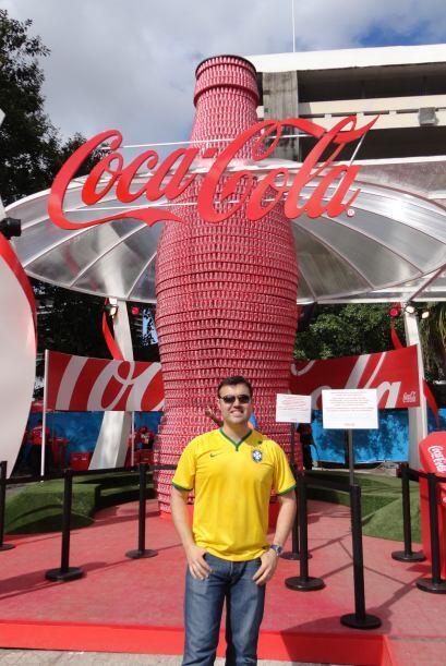 Coca-Cola sorprendió a las afueras del estadio de Maracaná, con una bote...