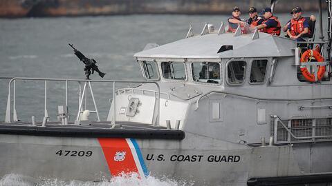 Los tripulantes fueran trasladados de botes salvavidas.