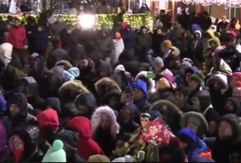 Desafiando el frío y la nieve, miles de peregrinos llegaron hasta el Cer...