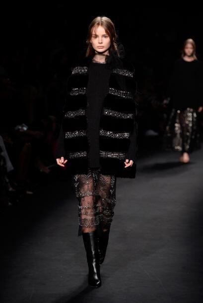 Los maxi vestidos también se hicieron presentes con detalles muy estruct...
