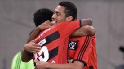 Flamengo derrotó 2-1 al Goiás en el estadio Maracaná ante cerca de 60.00...