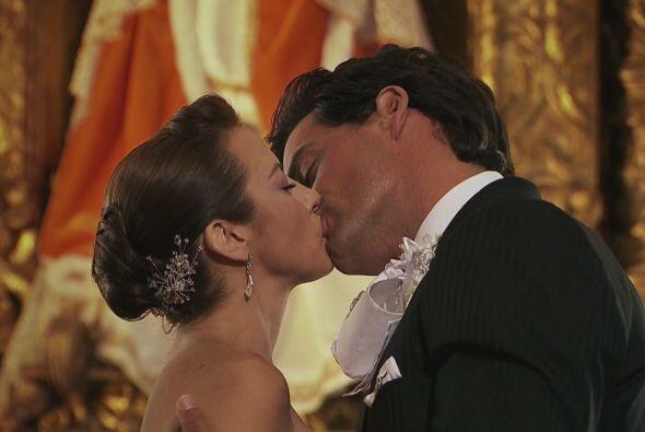 Daniel (Cristian de la Fuente) y Camila (Silvia Navarro) no la pensaron...