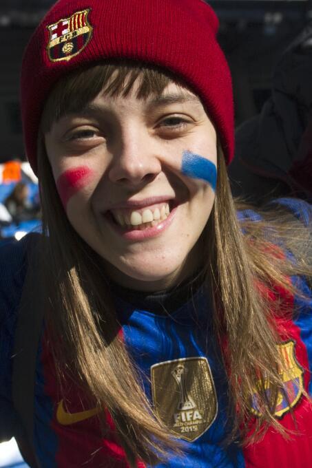 Los aficionados del Madrid y el Barcelona pusieron el color en El Clásic...