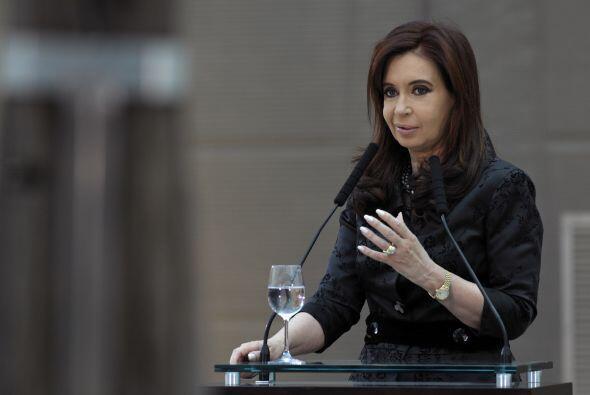 La presidenta de Argentina, Cristina Fernández de Kirchner, utiliza Twit...