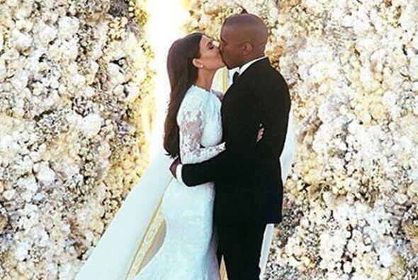 KIM-YE  Kim Kardashian y Kanye West también pisaron el altar, después de...