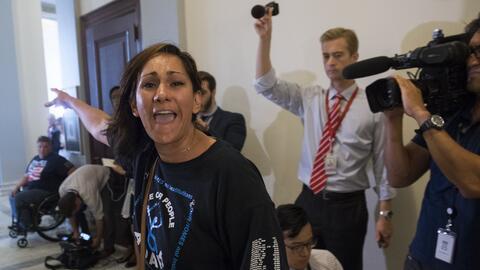 Más de 17 millones de latinos están inscritos en Medicaid, que sufriría...