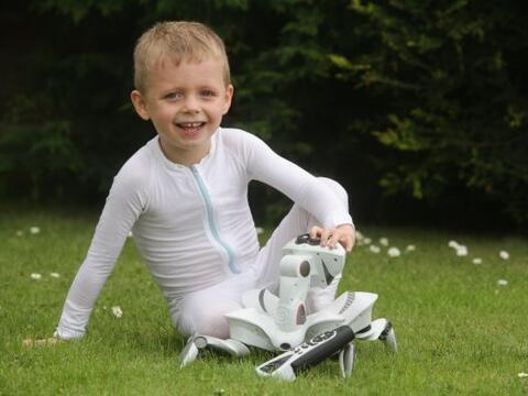 Charlie Walker es un niño de apenas cuatro años que sufre...