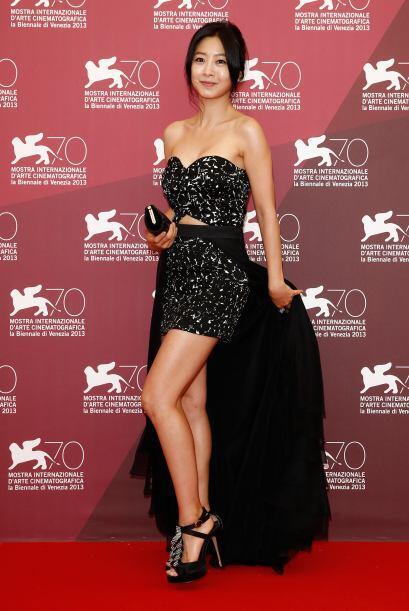Para algo más discreto, puedes elegir un vestido que tenga un pequeño co...