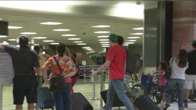 Un hombre provoca la cancelación de decenas de vuelos en el aeropuerto de Phoenix