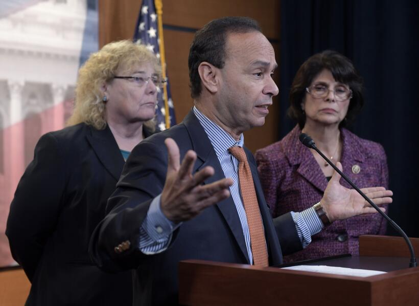 2016 | El congresista Luis Gutierrez y varios demócratas pidieron, tras...