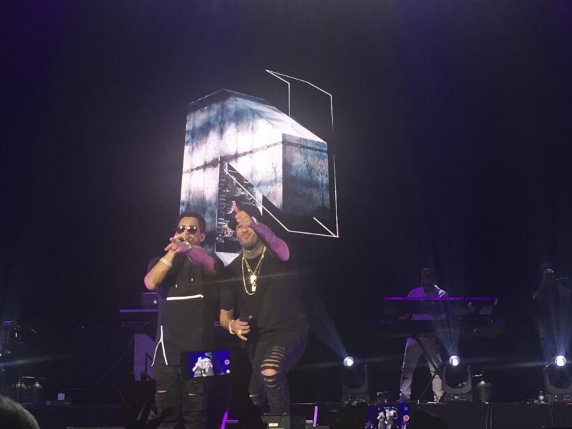 Nicky Jam junto al reguetonero Ken-Y.