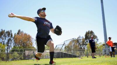 El pitcher Sean Conroy, de 23 años, subió al montículo en su primera ape...