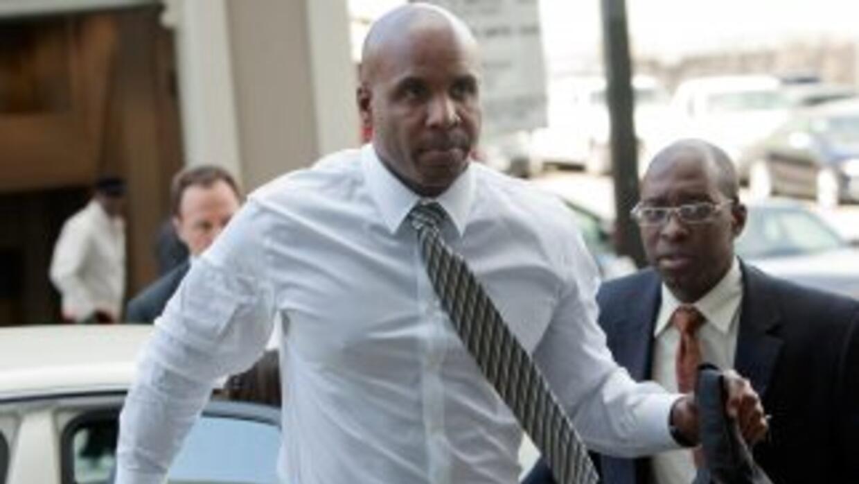 Bonds encara tres cargos de perjurio por mentirle a un jurado de investi...