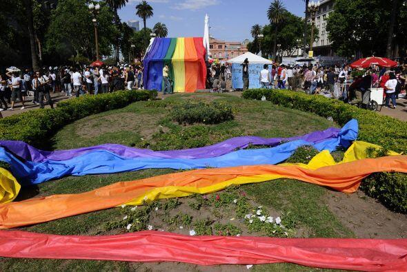 Tras la sanción de la ley, decenas de parejas del mismo sexo, entre ello...