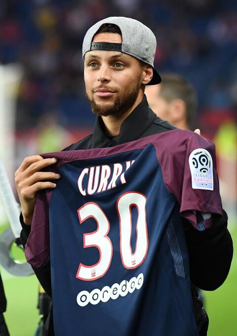 El PSG goleó al Saint-Etienne con un implacable Cavani GettyImages-83900...