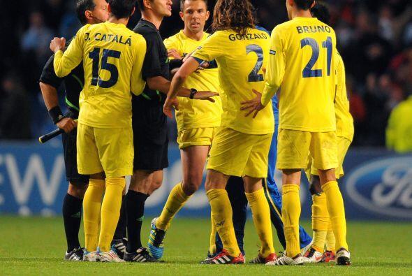 Al final, los jugadores del equipo español le recriminaron al árbitro qu...