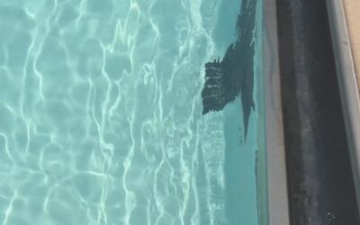 Rescatan a un menor inconsciente en una piscina en Mesa