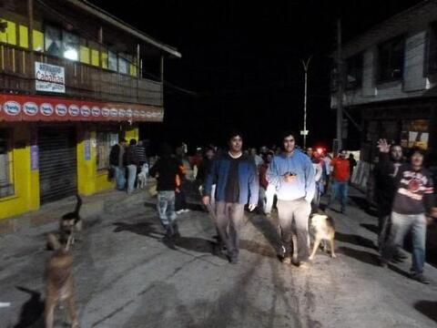 Un sismo al menos 8.2 de magnitud en la escala de Richter golpeó...