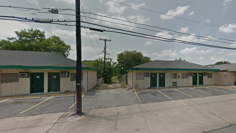 Lackland Motel, ubicado al suroeste de la ciudad.