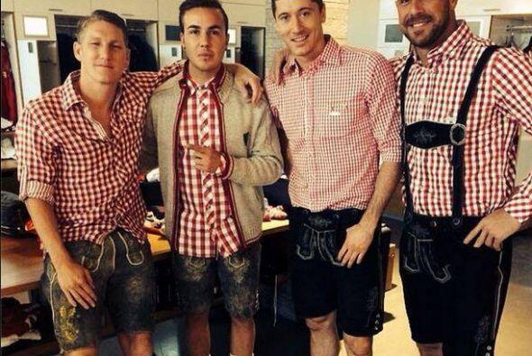 Los jugadores del campeón de la Bundesliga se vistieron con el tradicion...