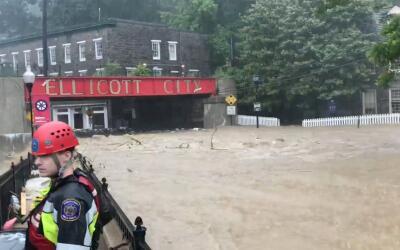 Una imagen de redes sociales durante las inundaciones en Ellicott City,...