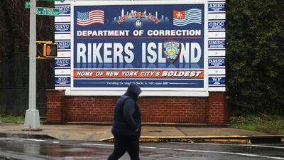El complejo carcelario de Rikers Island alberga actualmente a unos 9,000...