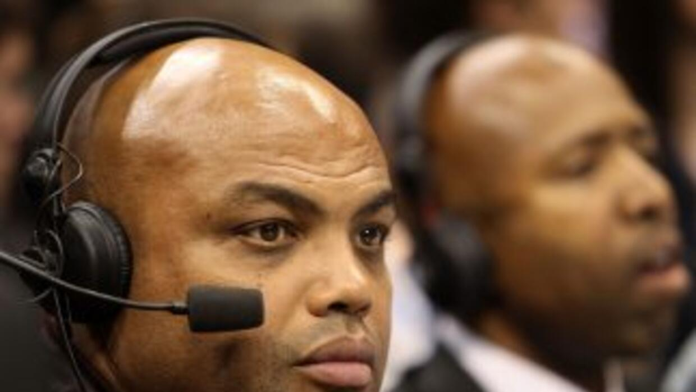 El comentarista de la NBA Charles Barkley observa un juego amateur, 12 d...