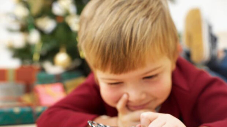 Realiza algo especial, dando un juguete a un niño necesitado para el hog...