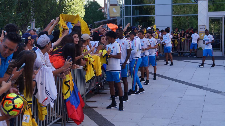 La Selección Colombia fue recibida con gran cariño de su a...