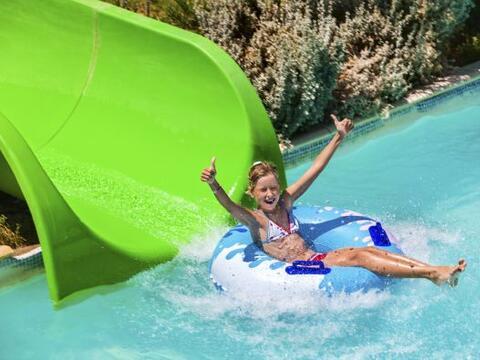 Los parques acuáticos son una de las atracciones preferidas de ni...