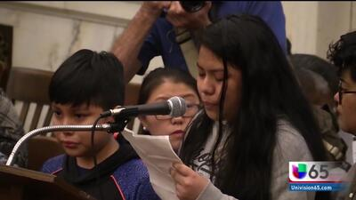 Joven mexicana rinde conmovedor testimonio sobre su detención junto a su familia