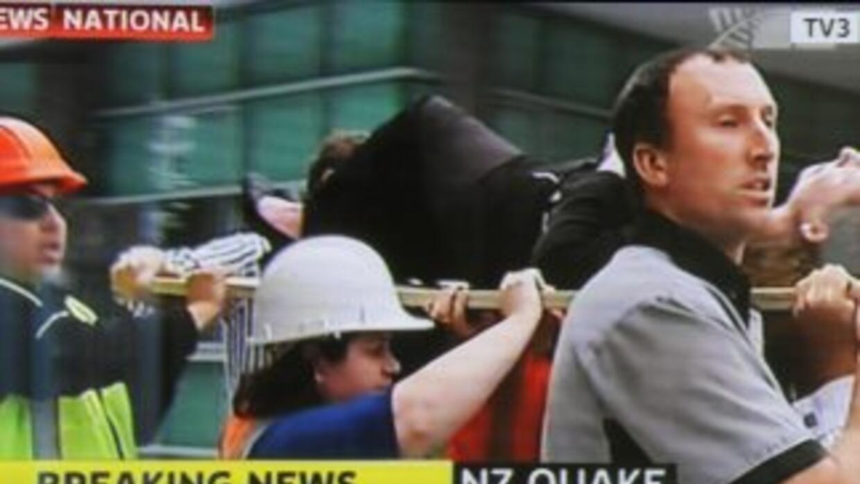 Al menos 65 personas murieron y otras muchas estaban bloqueadas entre lo...