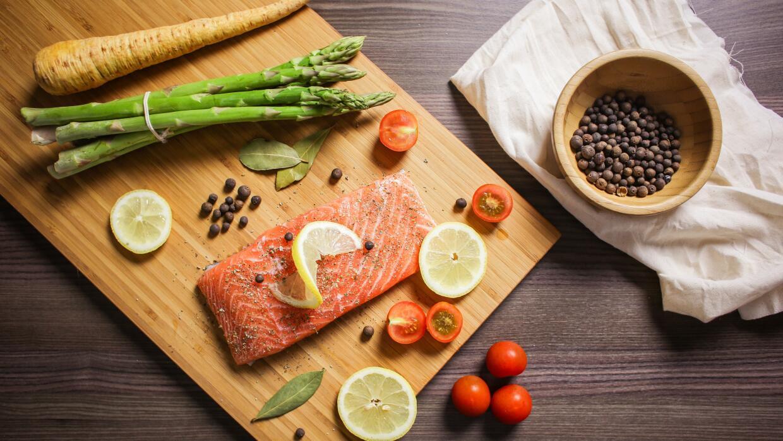 Fotografiar y etiquetar comida en redes es común entre los foodies.