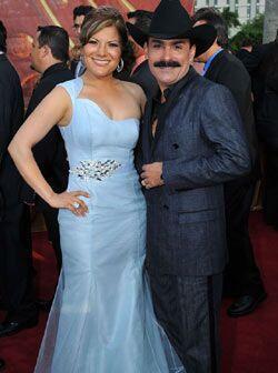 """""""El Chapo"""" llegó muy bien acompañado de Diana Reyes. La pareja sorprendi..."""