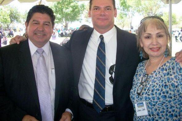 Teresa Fendi con con el Jefe del Departamento de Sheriff de El Paso, Tex...