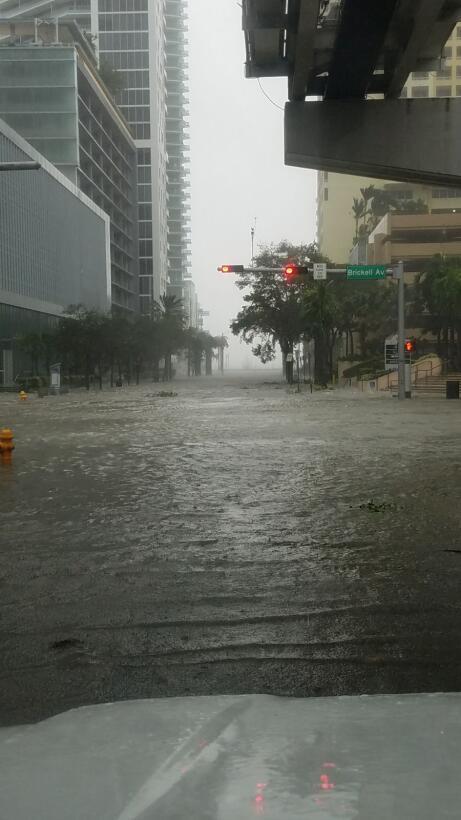 Hurricane Irma meets downtown Miami e8988ba7-03c7-4e6a-8911-63f9fdc0905a...