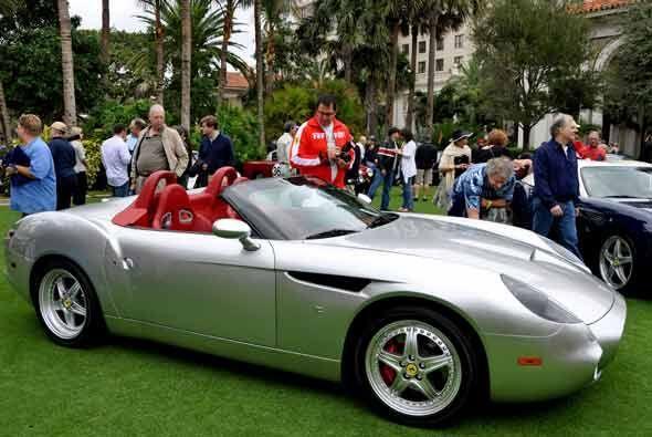 La versión descapotable del Ferrari 550 Barchetta Zagatto del 2000 tiene...