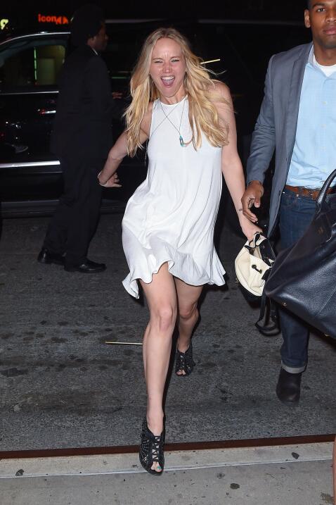 Jennifer Lawrence pasó una noche de copas, una noche loooca.