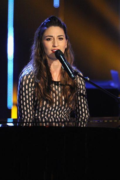 "El primer número musical corrió a cargo de Sara Bareilles, quien cantó ""..."