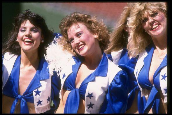 Las cheerleaders de los Cowboys han evolucionado desde el maquillaje, pe...