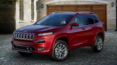 Ordenan revisión 50,000 Jeep Cherokee 2018 en EEUU y Canadá por peligro de incendio