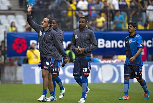 Tiempo de dejar la cancha antes del partido y Cuauhtémoc se va ovacionado.